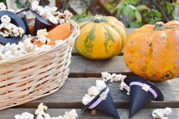 Come fare il cappello da strega in cartoncino per Halloween